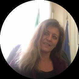 Dirigente scolastico, si è occupata di formazione del personale scolastico e ha ricoperto diversi incarichi presso il Ministero dell'Istruzione occupandosi soprattutto di formazione professionale, inclusione degli studenti con disabilità e dispersione scolastica. Attualmente dirige il Centro provinciale di istruzione degli adulti nella periferia est di Roma (CPIA 2).