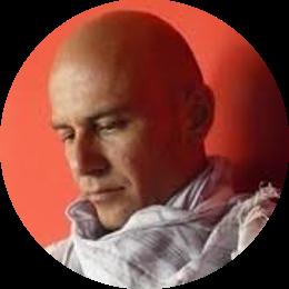 Architetto, dal 2008 al 2012 ha insegnato Progettazione Architettonica presso l'Università La Sapienza di Roma, nel 2013 è stato consulente per le Politiche abitative nella Giunta Marino, dal 2018 gestisce il blog Ossevatorio Casa Roma, dove pubblica dati e ricerche sulla condizione abitativa della Capitale. È autore di saggi sulle politiche della casa.
